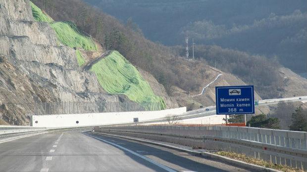 Naprsline na auto-putu kroz Grdelicu, sanaciju plaća izvođač