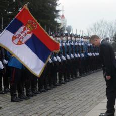 Naši besmrtni junaci i danas vam odajemo poštu Ministar Stefanović položio venac povodom Dana Vojske Srbije