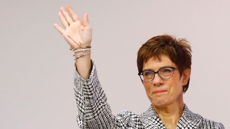 Naslednica Merkelove spremna na ostavku ako nema podršku