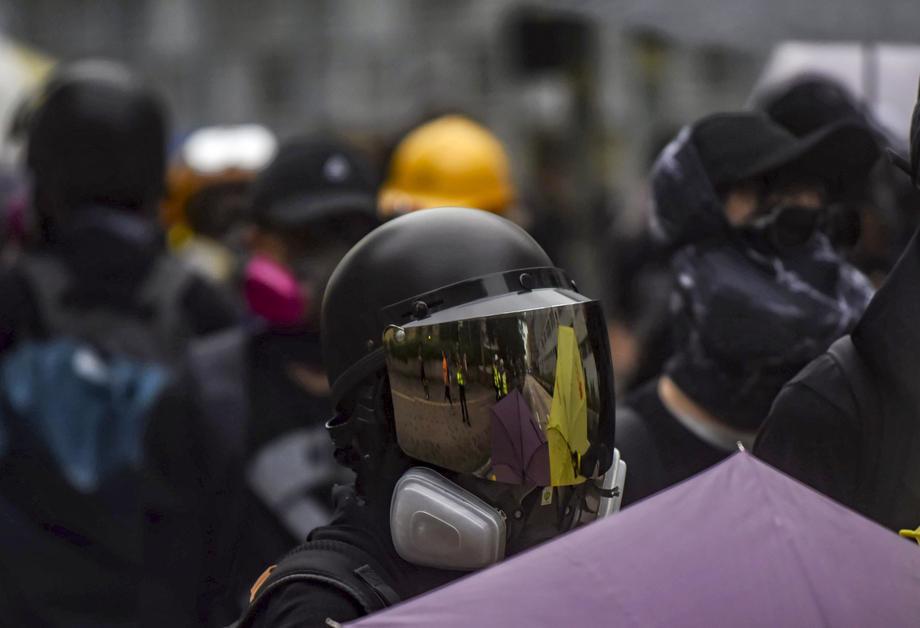 Nastavljaju se protesti u Hongkongu, policija bacila suzavac