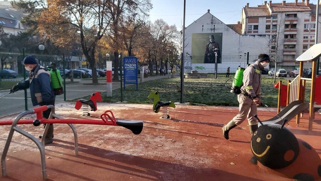 Nastavljena dezinfekcija javnih površina u Kikindi