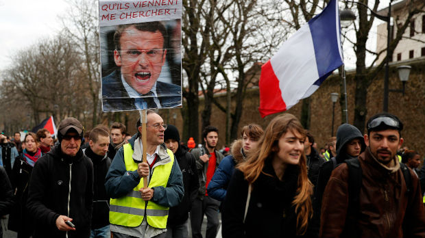 Nastavljeni protesti širom Francuske, sukob policije i pripadnika Žutih prsluka