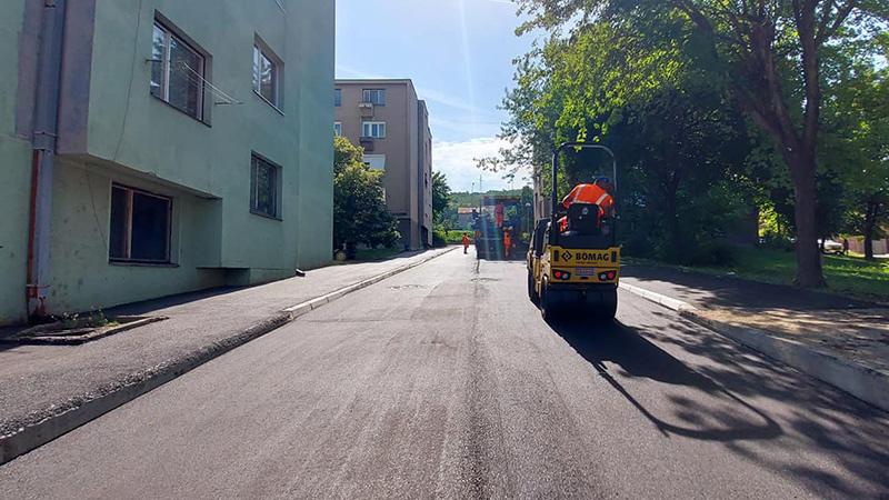 Nastavljeno uređenje saobraćajne infrastrukture u gradu i selima; Asfaltiran pun na prevoju Cepe