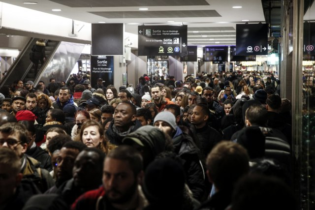 Ne odustaju od borbe: Francuski železničari u štrajku