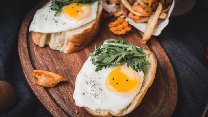 Ne pravite haos u organizmu: Evo koje namirnice možete jesti na prazan želudac, a koje ne smete!