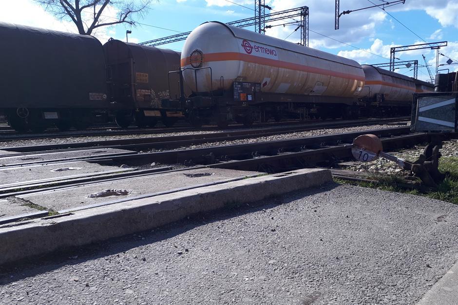 Ne žele da dočekaju katastrofu: Prete blokadom pruge