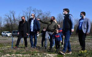 Negotin: Ministar Selaković obišao porodicu Manojlović koja se iz Francuske vratila u rodno selo