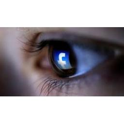 Neki korisnici iPhonea tvrde da Facebook krišom uključuje kameru telefona