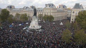 Nekoliko hiljada ljudi u Parizu odalo poštu ubijenom prosvetnom radniku