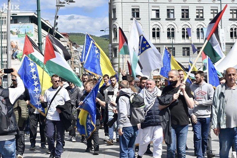 Nekoliko stotina Sarajlija u protestnoj šetnji u znak podrške narodu Palestine