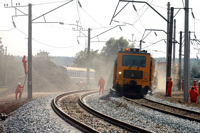 Nemci se prisetili železnice, šine zarasle u korov