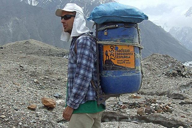 Nepal moli alpiniste da im daju prazne boce za kiseonik