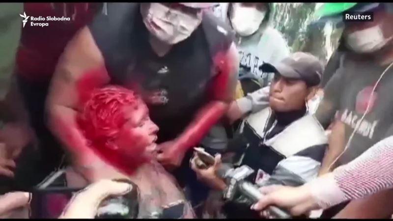 Neredi u Boliviji, gradonačelnicu Vinta ošišali i polili bojom