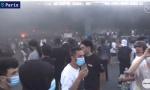 Neredi u Parizu zbog ubistva crnca: Zapaljena američka zastava, policija bacala dimne bombe na demonstrante, plamen zahvatio most na auto-putu (VIDEO)