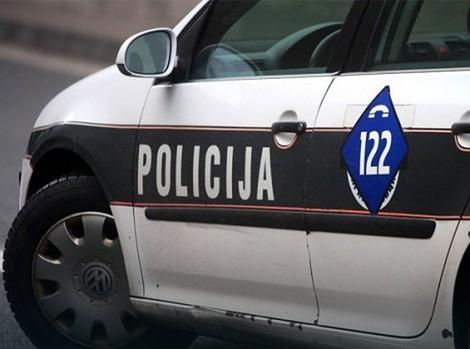 Nesreća u Hadžićima: U sudaru s kamionom povređeni momak i devojka na motociklu