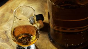 Nestala boca viskija vredna skoro 6.000 dolara, poklon Pompeu od Japana