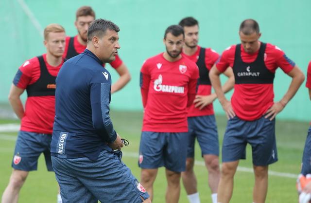 Neuspešna provokacija švajcarskog novinara, Milojević samo o fudbalu!