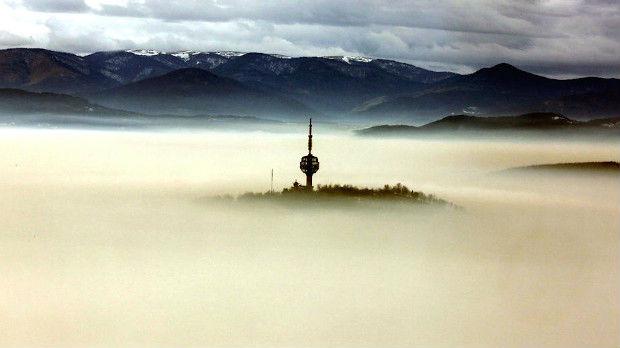 Neverovatni snimci iz vazduha: Sarajevo obavijeno smogom i maglom