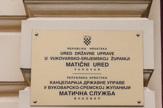 Indeks: Penava divlja u Vukovaru, bacio ćirilični statut, pa pretio Srbima