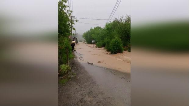 Nevreme nadomak Kruševca, kiša obustavila saobraćaj
