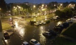 Nezapamćeno nevreme u Beogradu: Pljusak paralisao grad, pogledajte kako voda juri niz ulicu (VIDEO)