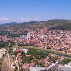 Niko nema što Srbija ima! Ovaj prizor NE MOŽE SE VIDETI NIGDE, jedna reka u našoj zemlji TEČE UZVODNO! (FOTO)