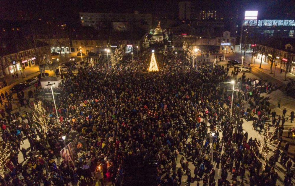 Hiljade građana na litiji u Nikšiću