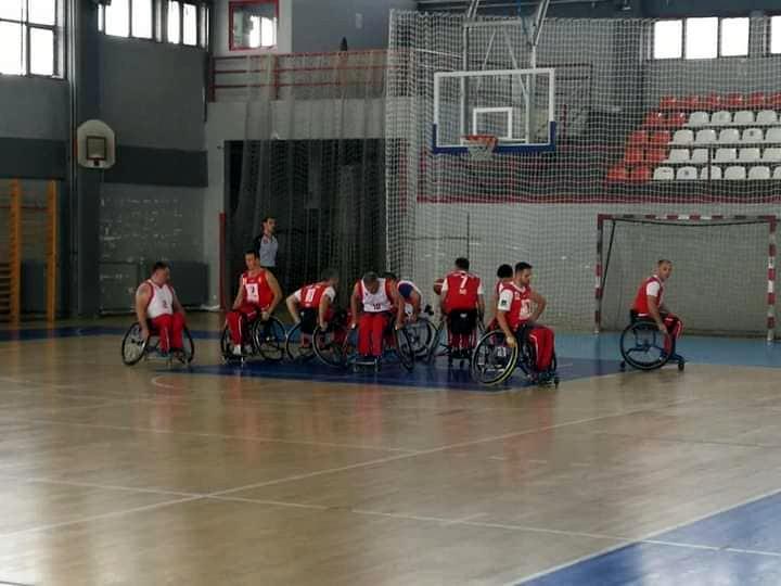 Niški košarkaši u kolicima prijateljsku utakmicu završili sa minus 35 poena
