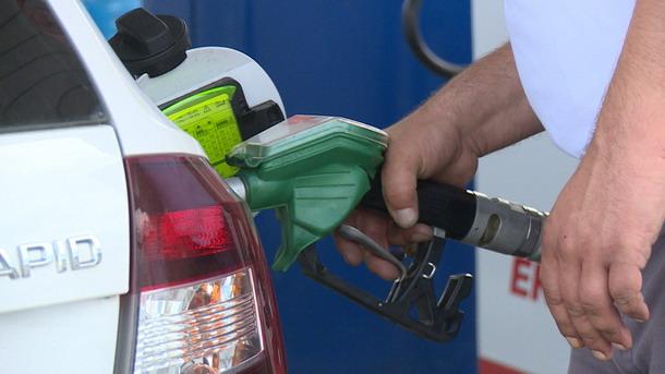 Niža cena nafte, gorivo jeftinije za pet do šest dinara