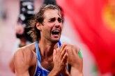 Njegovih pet minuta: Zlatni skakač u vis pre samo 15 dana zaprosio lepu Kjaru FOTO