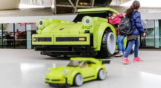 No comment: Porsche 911 Turbo 3.0 od Lego kockica
