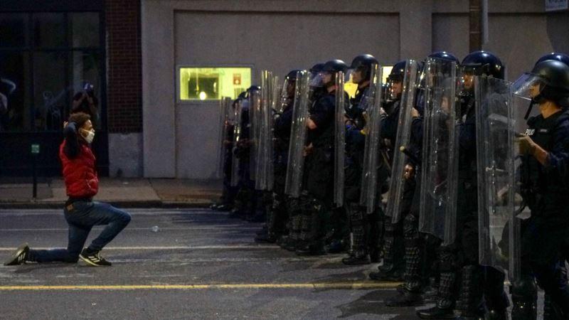 Noć u Americi - nemiri, napadi na policajce, hapšenja...