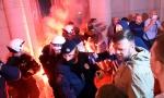 Nogovi provalili u Skupštinu, bacali baklje u holu: Vandalizam u centru Beograda (FOTO/VIDEO)