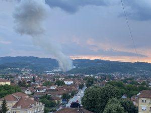 Nova eksplozija u fabrici Sloboda u Čačku: Troje povređenih radnika, požar pod kontrolom, evakuisano oko 350 ljudi