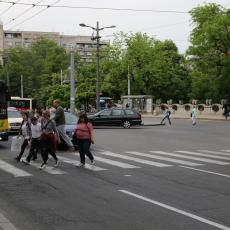 Nove kazne za pešake u Srbiji: Ako pretrčavate ulicu sa detetom platićete čak 20.000 dinara