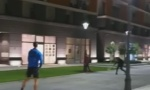 Novak Đoković u Beogradu sa decom iz komšiluka igrao tenis ispred zgrade (VIDEO)