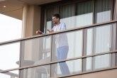 Novak sa balkona: Molim vas, oslobodite nas VIDEO