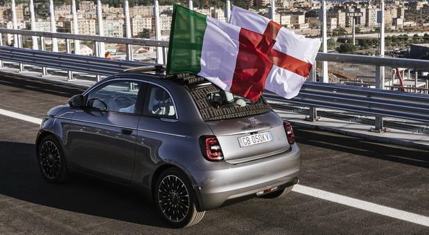 Novi Fiat 500 prelazi novi most San Đorđo u Đenovi