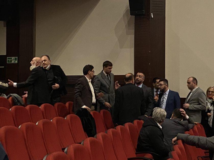 Novi incident u Skupštini – Uvredama reagovali na izlaganje odbornika SPP-a