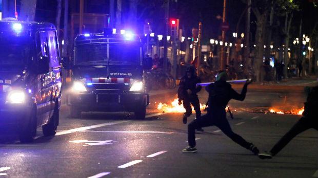 Najgore ulično nasilje poslednjih decenija u Barseloni, studenti palili stolice