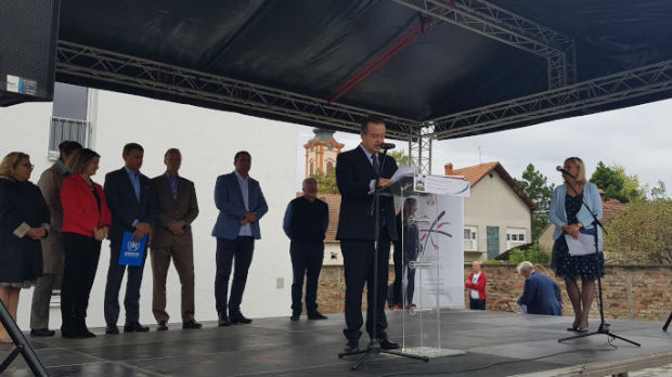 Novi stanovi za izbegličke porodice u Golubincima i Paraćinu