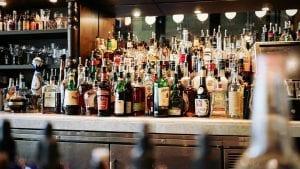 Novi zakon o akcizama: Pojeftinjuje viski, poskupljuje domaća rakija