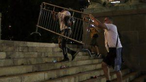 Novinarima Al Džazire huligani uništili opremu