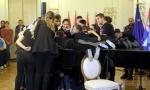 Novosađanima potvrđen Ginisov rekord: Na jednom klaviru sviralo 230 prstiju!