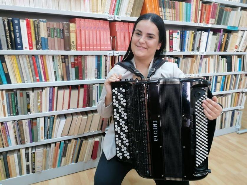 Novosađanka Marija Turšijan svojim umećem na harmonici osvojila preko 70 nagrada