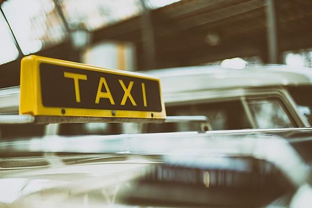 Novosadski taksisti prekinuli protest