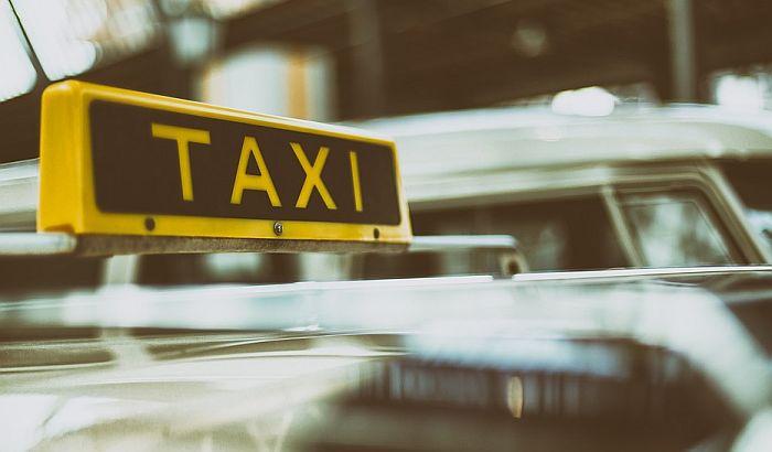 Nožem napala taksistu jer nije imala da plati