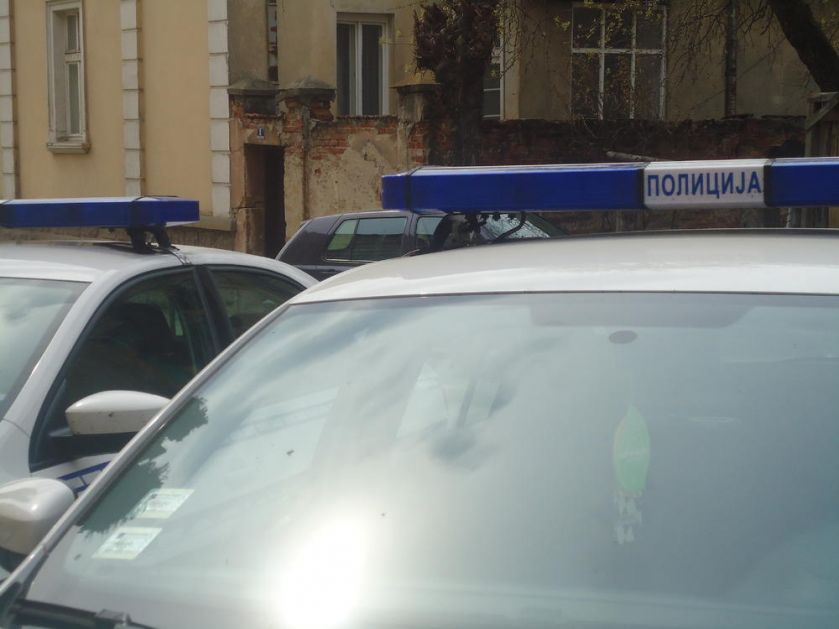 OBILI AUTOMOBIL, PA BEŽALI POLICIJI: Uhapšena četvorica mladića u Pećincima za vreme policijskog časa