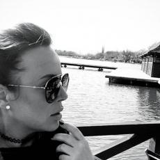 OČAJ I NEMOĆ: Posle 5 GODINA pevačica opisala kroz kakvu je životnu DRAMU prošla i sve RASPLAKALA!