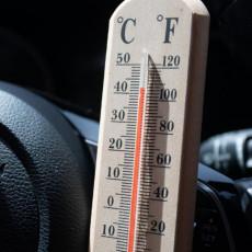 OD 25 DO 50 STEPENI ZA SAMO 22 MINUTA! Pogledajte kako se vrtoglavom brzinom temperatura u automobilu penje (VIDEO)